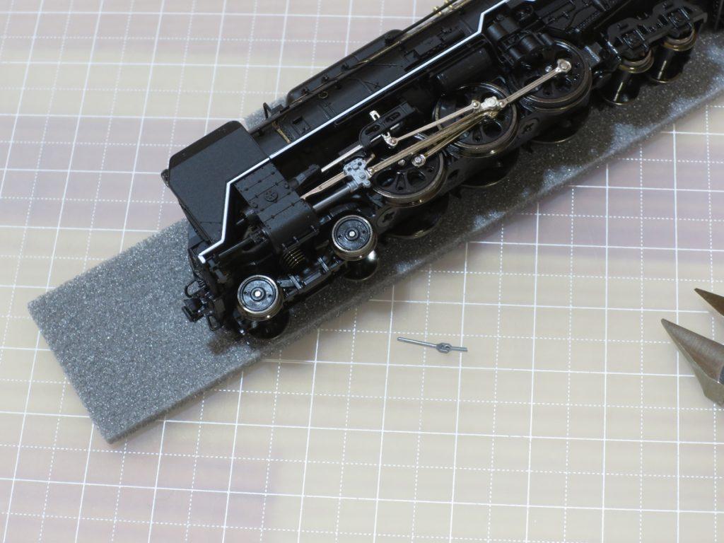 ユニオンリンクをニッパーで切断したKATO C62