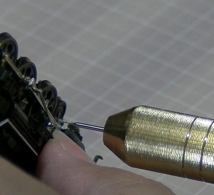 KATO C62 山陽形(呉線)2017-5 の加工 : クロスヘッドへのφ0.3mmの穴あけ
